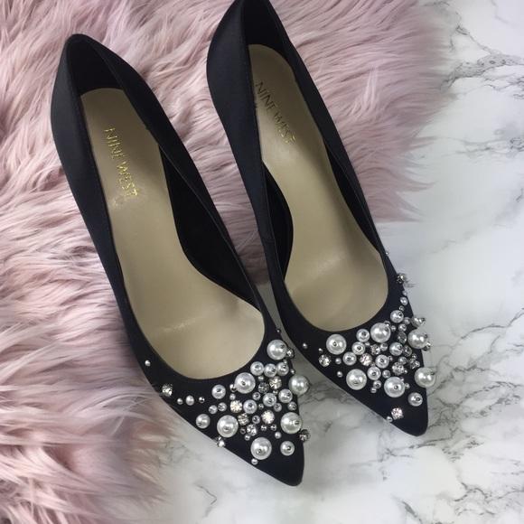 a22d4e4ad8c4 NEW Nine West Taylin black pointed toe pearl heels.  M 5ae7cfc2b7f72bf776894084